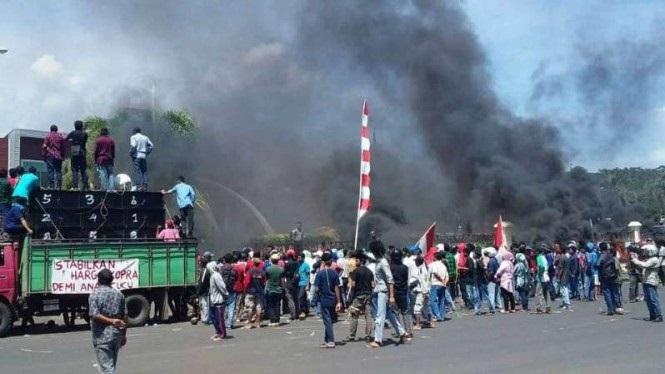 Gelar Aksi Demo, Petani Kelapa: Janji Bupati Menjamin Harga Kopra Stabil Adalah Hoax