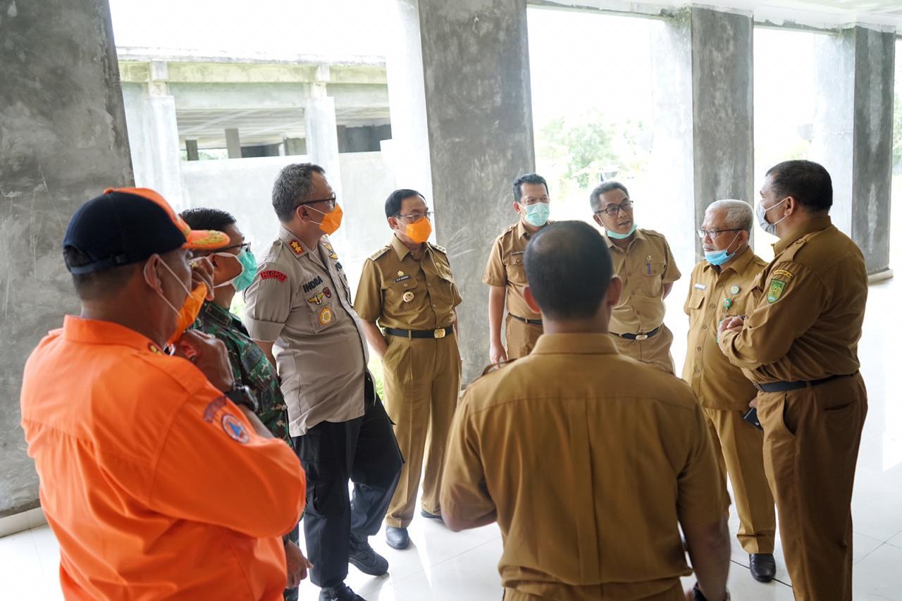 Bupati Inhil Tinjau Lokasi untuk Rumah Sakit Khusus Karantina