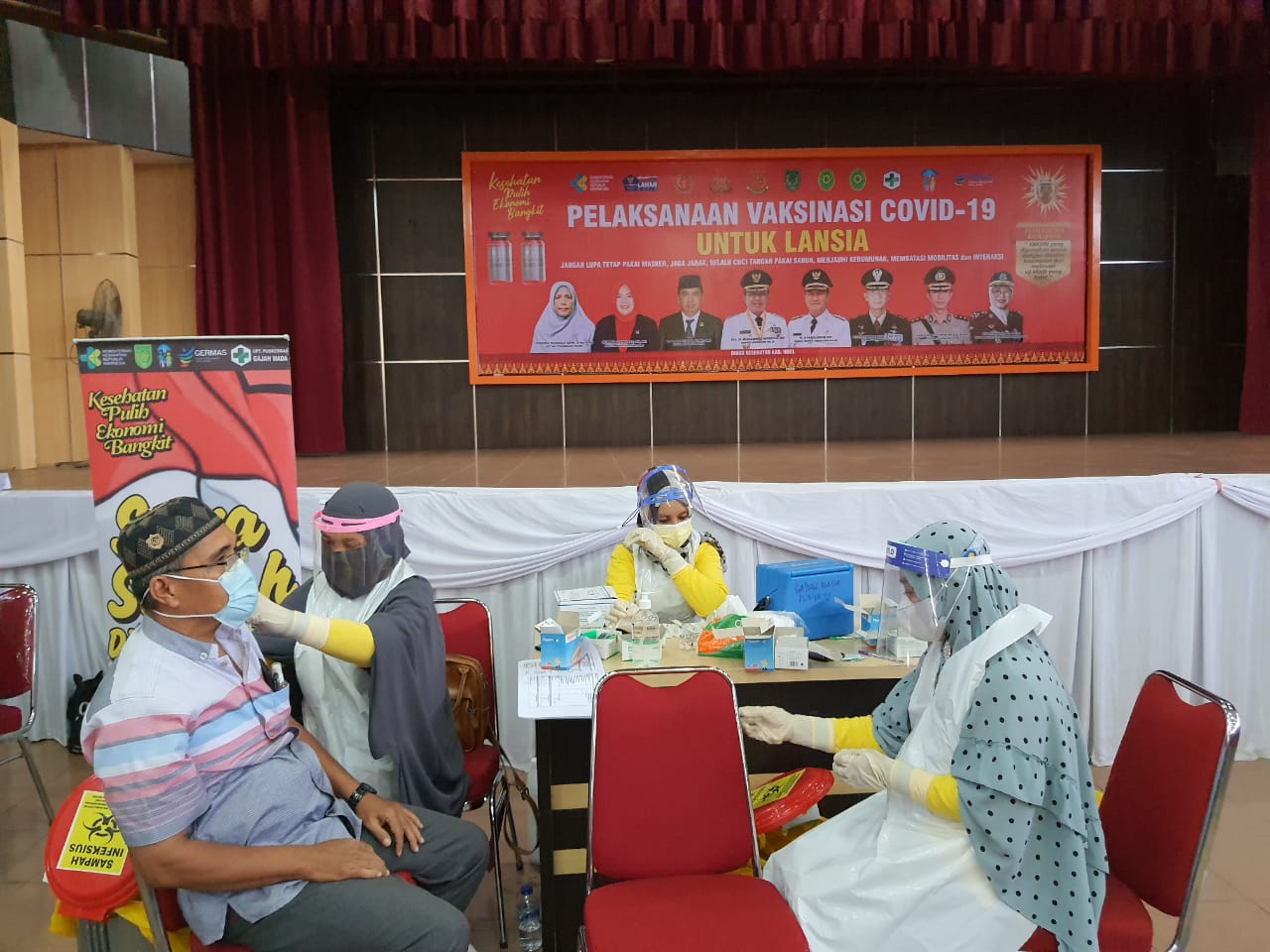 708 Orang Lansia di Inhil Ikuti Vaksinasi Covid-19