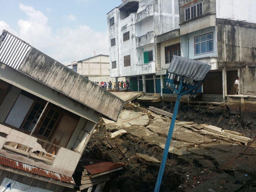 3 Unit Gudang di Kuala Enok Inhil Ambruk Akibat Bencana Longsor