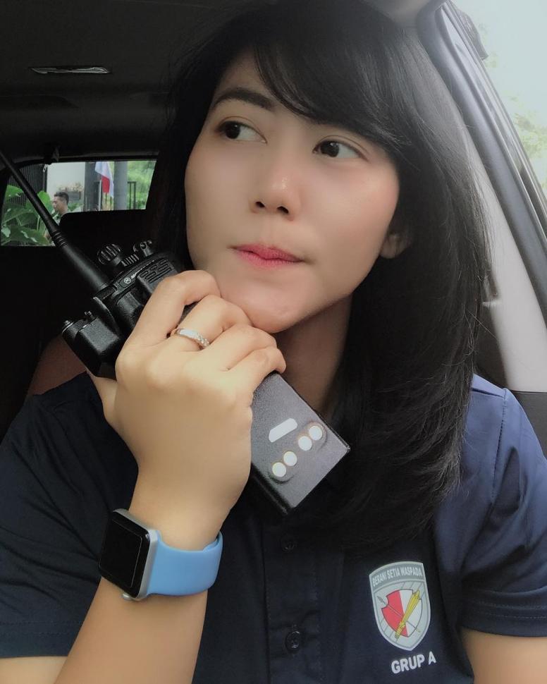 Mengaku Belum Nikah, Ajudan Cantik Iriana Jokowi Ini Bikin Netizen Heboh