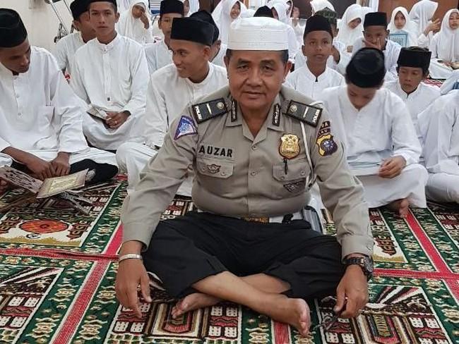 Ini Ipda Auzar, Muazin yang Gugur Ditabrak Teroris di Mapolda Riau