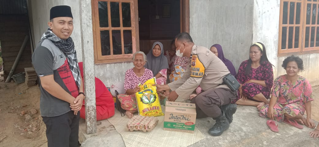Rumah Nenek Ketak, Polsek Kemuning Salurkan Bantuan