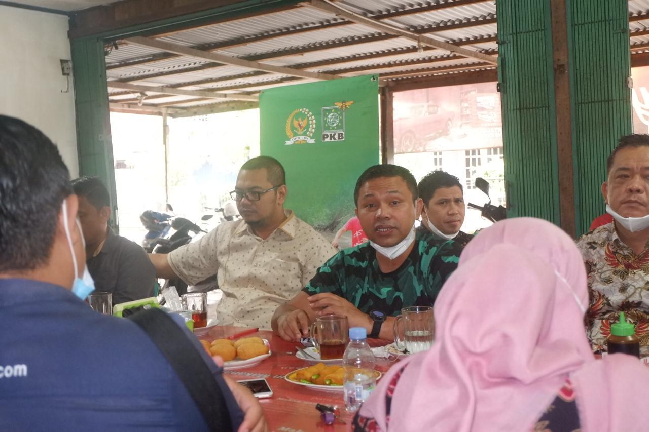Jawab Keresahan Petani, Abdul Wahid: Keran Ekspor Kelapa Bulat Akan Tetap Dibuka