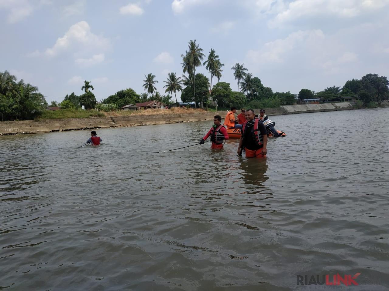 Dua Orang Warga Rohul Hanyut di Sungai Rokan
