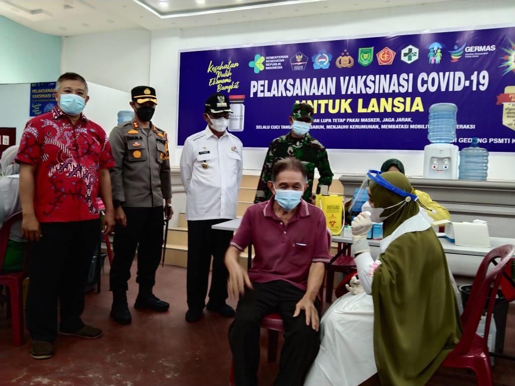 Kapolres Inhil Pantau Pelaksanaan Vaksinasi Bagi Lansia