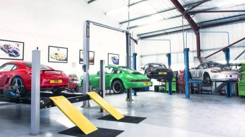 Lima Mobil dengan Biaya Perawatan Termahal