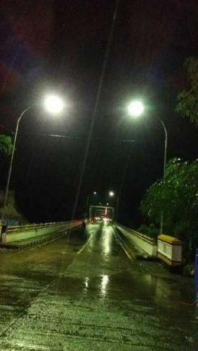 Setelah Sekian Lama Tanpa Penerangan, Akhirnya Jembatan Rumbai Inhil Penuh Cahaya