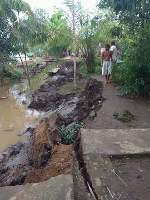 Tanah Longsor di Kempas Jaya Karena Adanya Pengikisan Tanah Oleh Sungai Indragiri