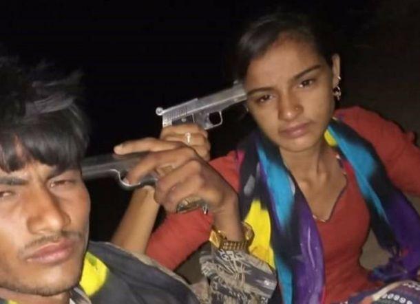 Wanita Bersuami dan Pacarnya Sempat Selfie dengan Pistol Sebelum Bunuh Diri Bersama