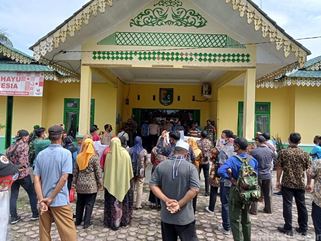 Waduh,! Perangkat Desa se-Kecamatan Tanjung Beringin Bergerak Tuntut Gaji Selama 6 Bulan Tak Dibayarkan