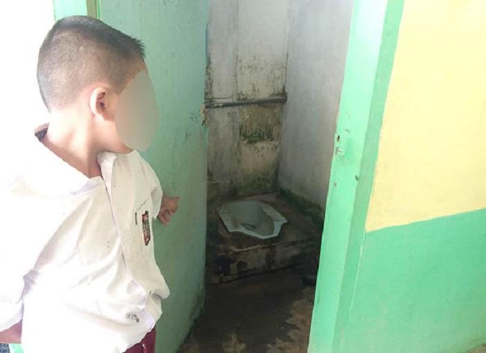 Ini Penampakan WC yang Harus Dijilat Siswa SD karena Tak Buat Tugas