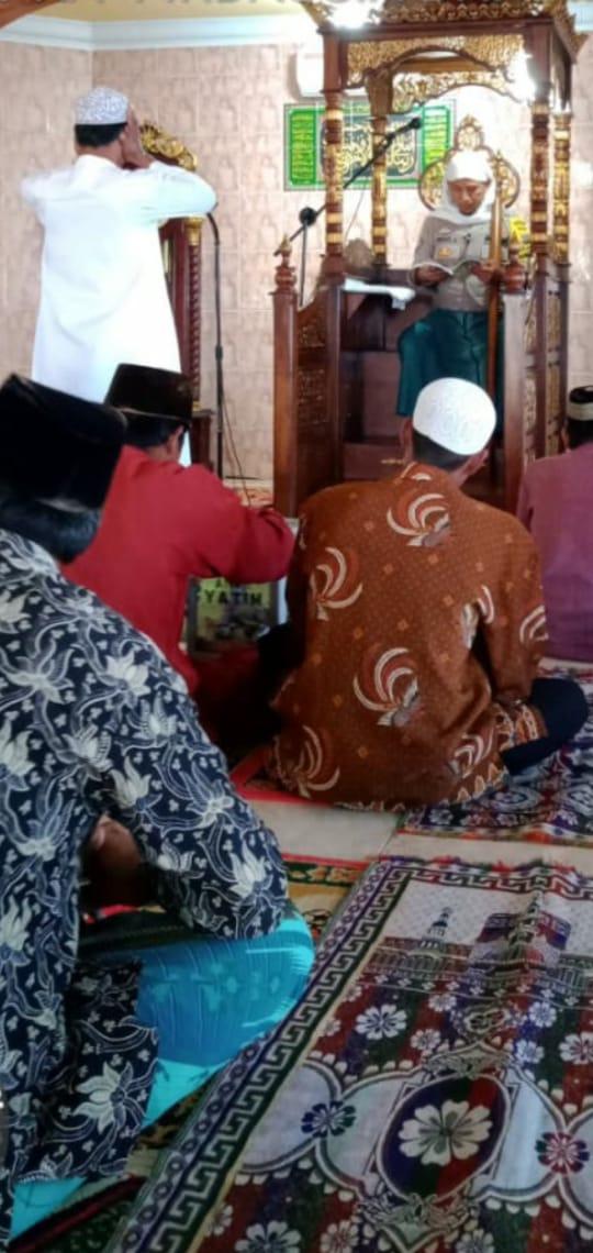 Bhabinkamtibmas Desa Igal Bripka Firdaus Khotbah Keliling Masjid