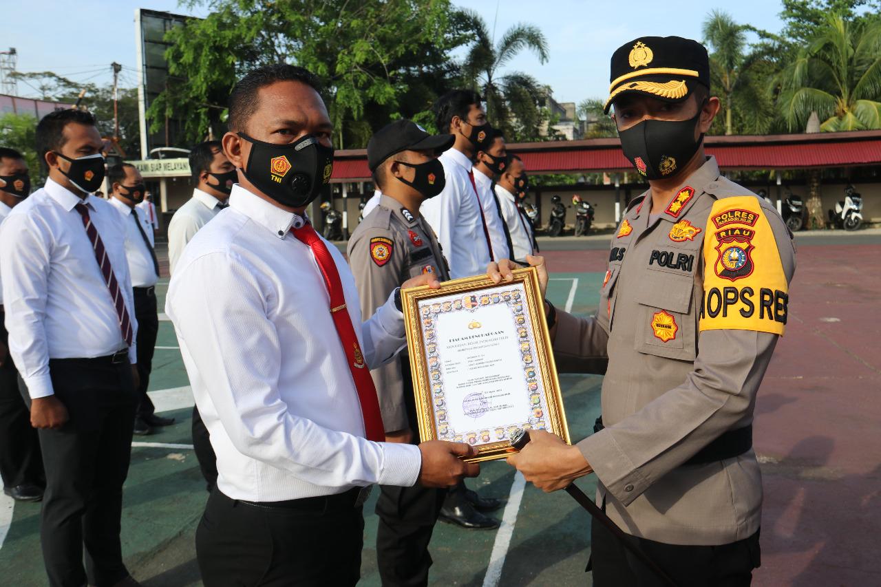 14 Personil Polres Inhil Terima Penghargaan Berprestasi