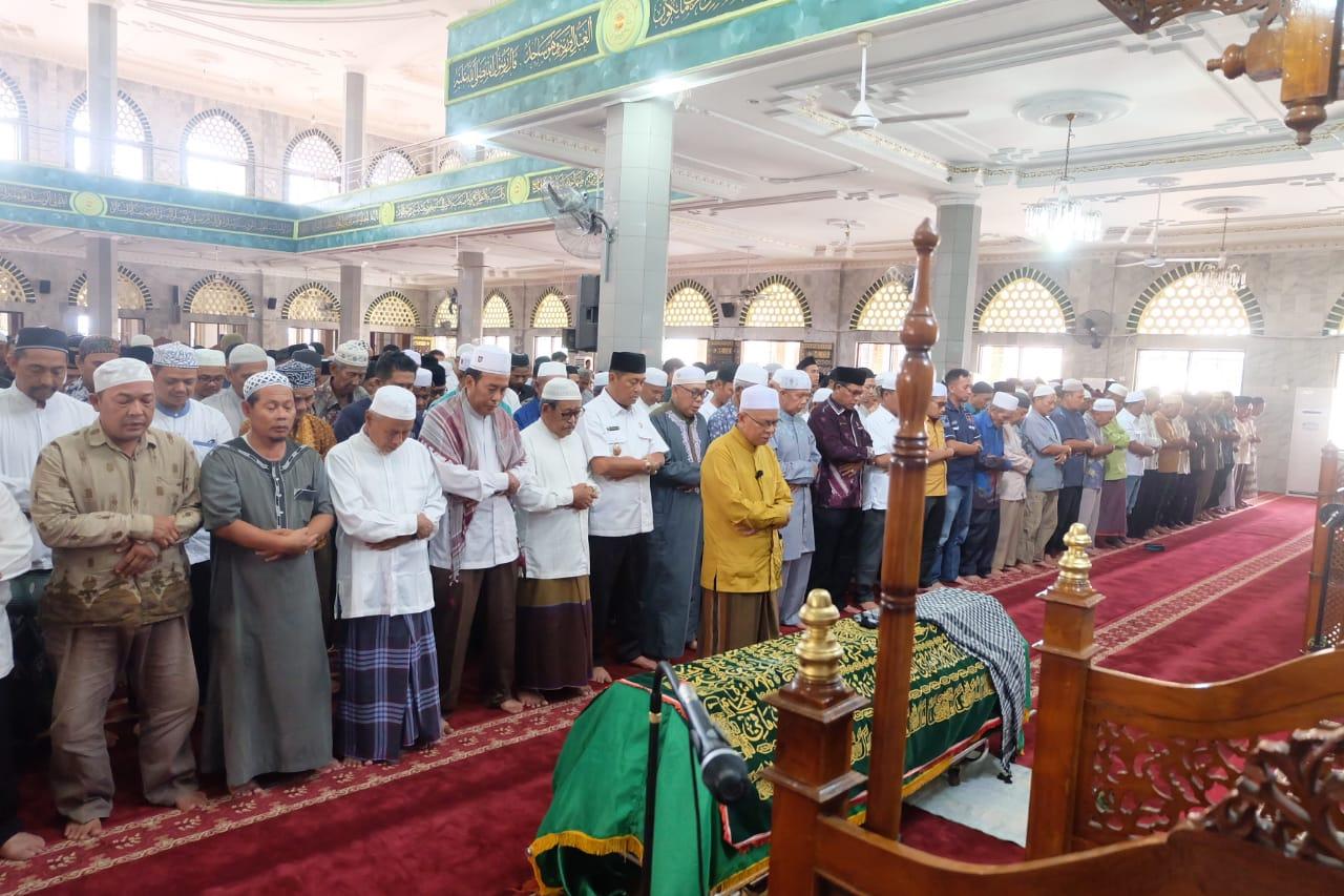 Wabup Syamsuddin Uti Shalat Jenazah Tokoh Agama