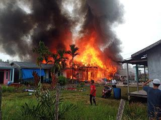 VIDEO: Belasan Rumah di Kecamatan Kateman, Inhil Terbakar