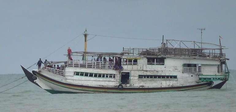Kapal Kayu Pengangkut BBM Hingga Tenggelam di Meranti