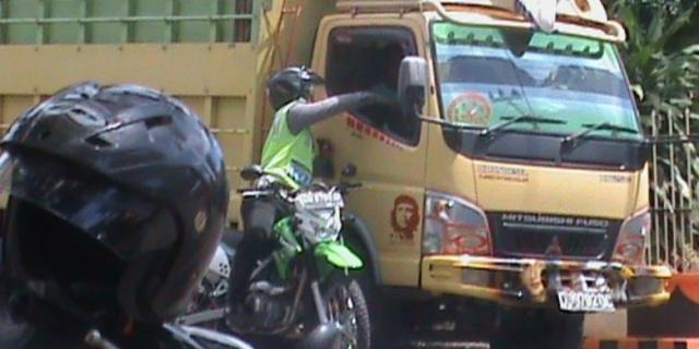 Waah!! Ada Hadiah Dari Kepolisian Bagi Sopir Yang Berhasil Rekam Praktek Pungli