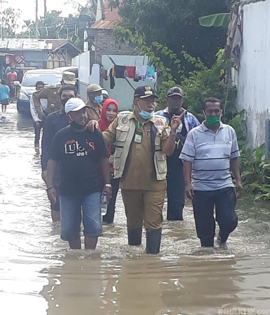 Bupati Soekirman Tinjau Banjir di Desa Sei Rampah dan Salurkan Bantuan