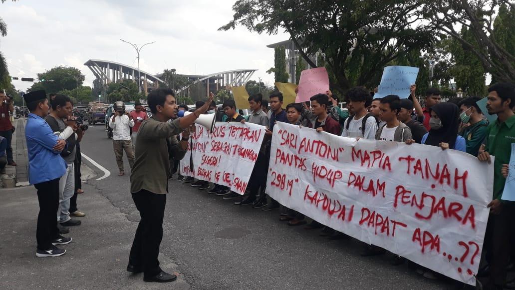 Desak Kasus Sari Antoni, Mahasiswa Demo Polda Riau