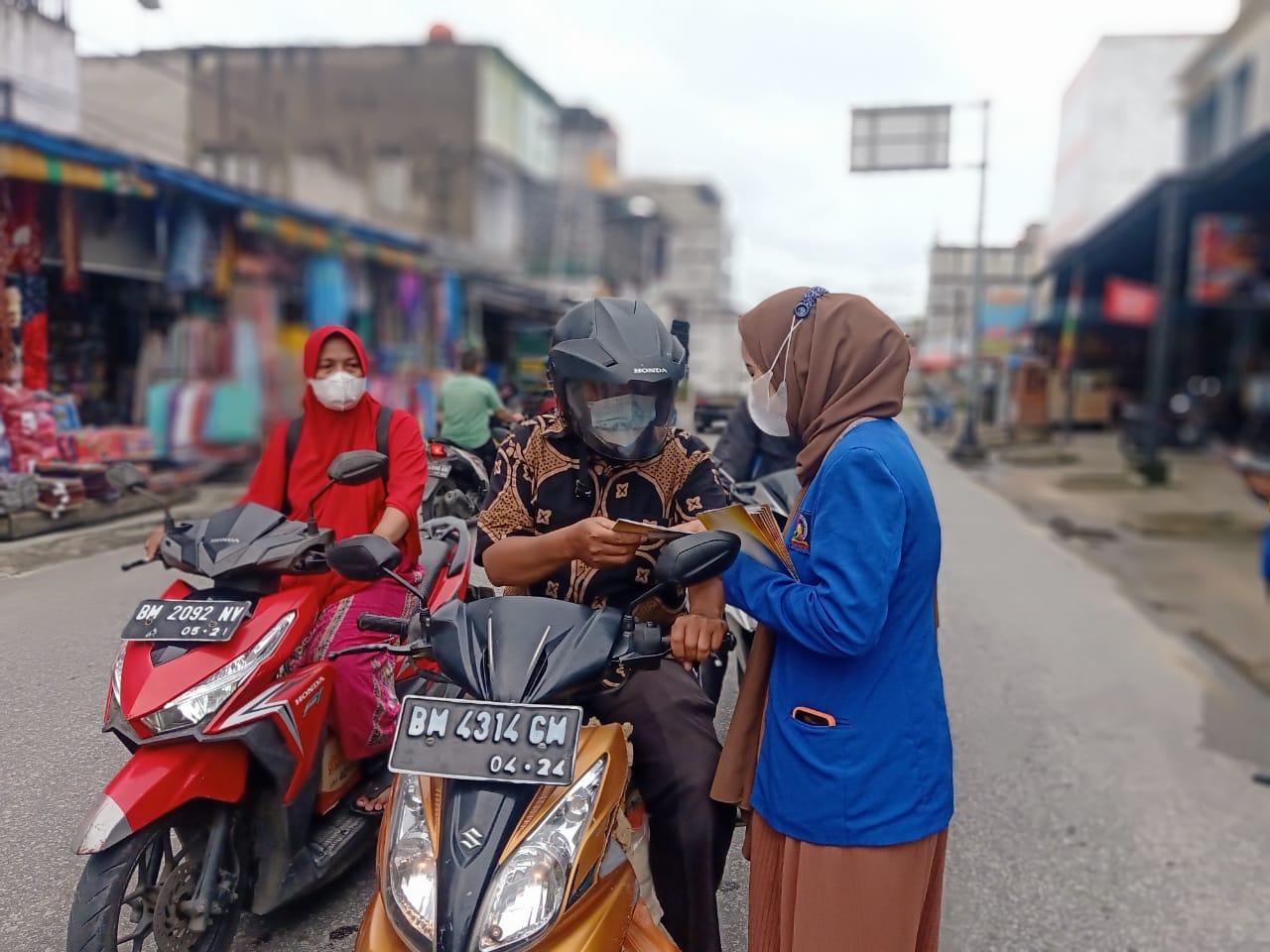 Sambil Promosi, STIKes Husada Gemilang Bagi-bagi Masker