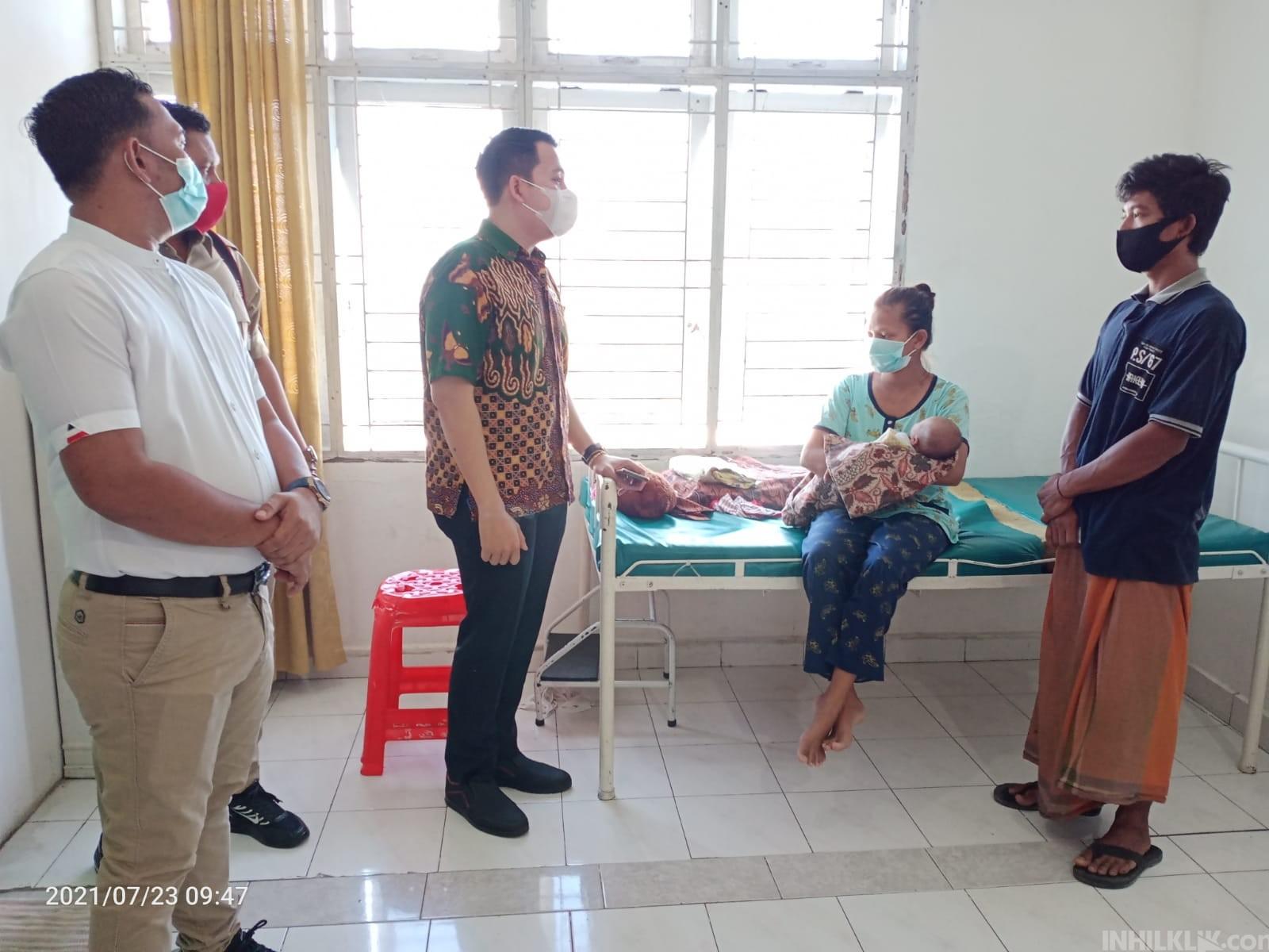 Tidak Mampu Bayar, Ketua DPRD Sergai Jenguk Pasutri di RSU Sawit Indah