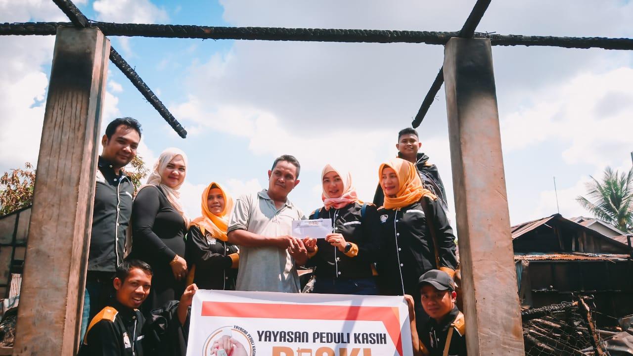 YPKR Serahkan Bantuan Untuk Korban Puting Beliung Dan Musibah Kebakaran Di Inhil