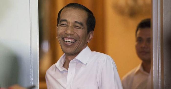 Aksi Kocak Jokowi Saat Bertemu 'Kembaran' nya di Cirebon