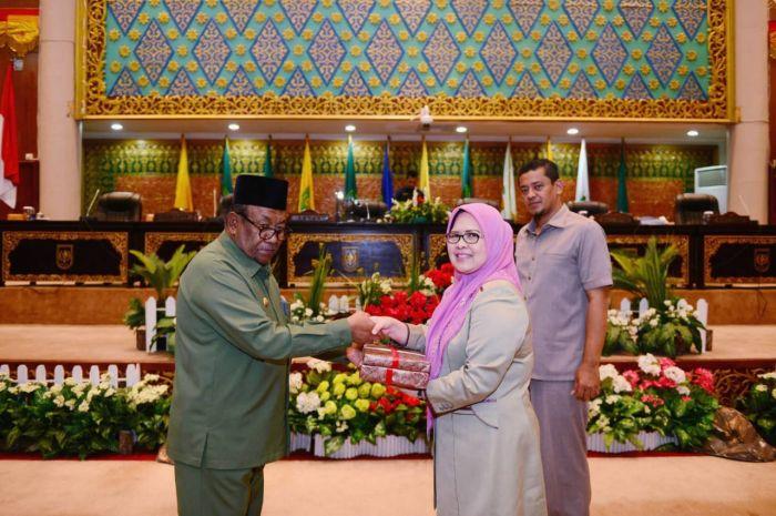 LKPJ Wan Thamrin Terpampang Tiga Wajah Gubernur Riau