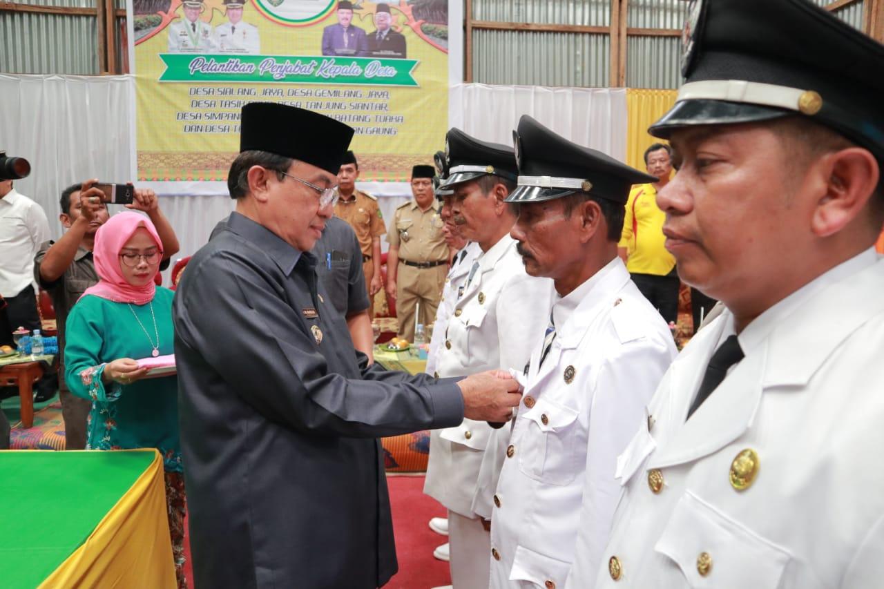 HM Wardan Lantik Enam Penjabat Kepala Desa Sekaligus