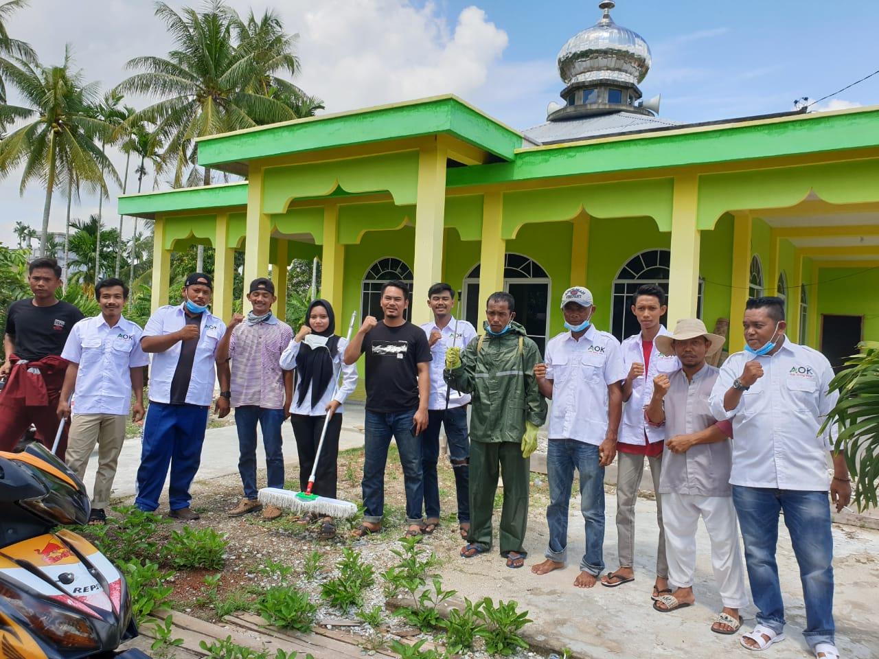 AOK Milenial Team Semprotkan Disinfektan Pada Fasilitas Umum Dan Saranan Ibadah