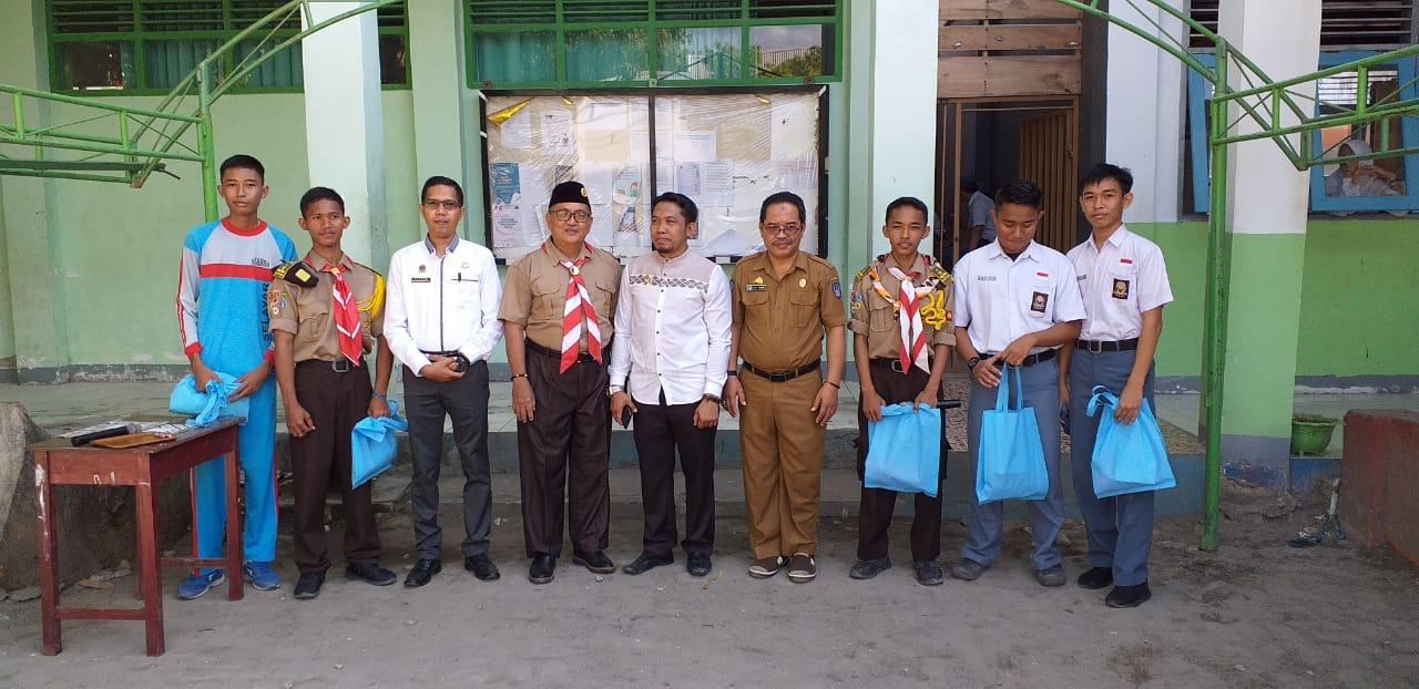 Lima Siswa SMANSA Benteng Dapat Doorprize dari Ketua KPU Selayar