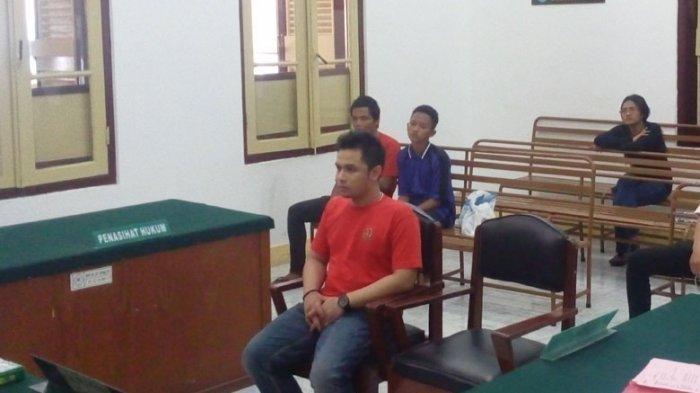 Anak Bupati Memaki Wartawan Gara-gara Diliput Sidang Narkoba