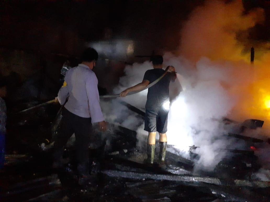 7 Unit Rumah di Desa Pengalihan Terbakar, Seorang Warga Alami Luka bakar