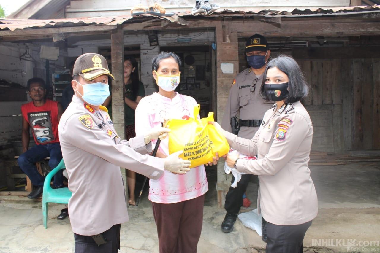 Bagikan 500 Paket Sembako dan Masker, Kapolres AKBP Robin Simatupang Diapresiasi Pengurus Gereja Pentakosta Indonesia Sergai