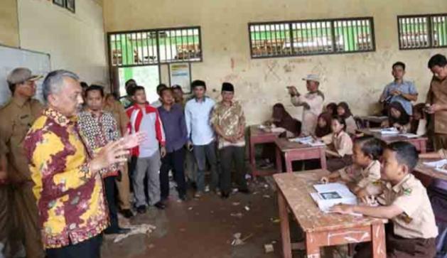 Ada Bangunan Rusak Ditarumajaya, Anggota DPR RI, Ahmah Syaikhu: Jangan Tunggu Ada Korban Baru Diperbaiki