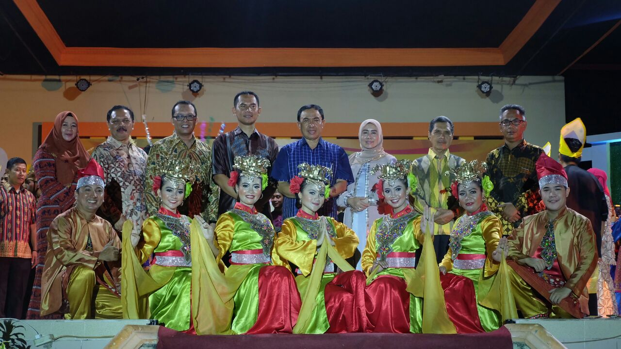 Festival Kelapa Internasional 2017, Bupati Inhil Bersama Gubri Saksikan Gelar Seni Melayu Serumpun