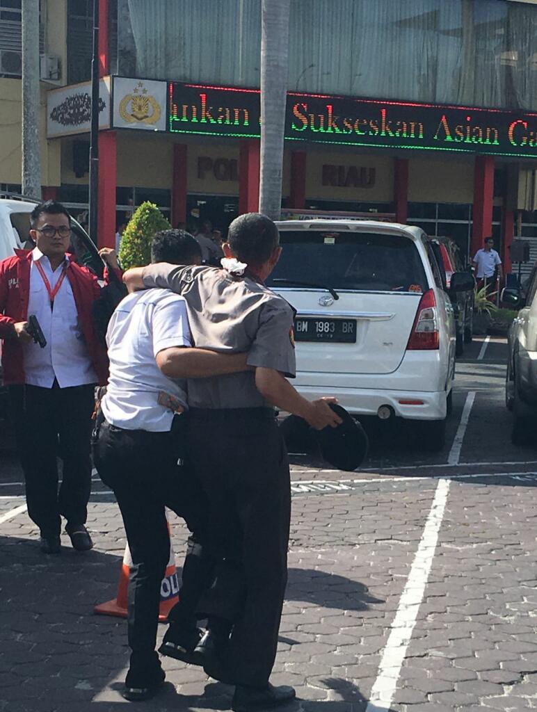 Delapan Pelaku Teror Serang Mapolda Riau Pakai Samurai