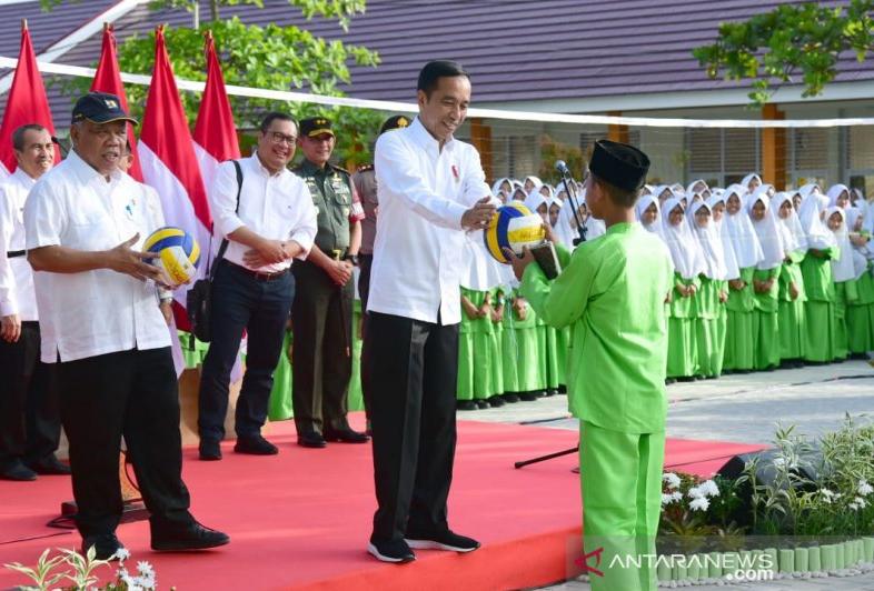 Presiden Jokowi Resmikan Rehabilitasi Madrasah di Pekanbaru