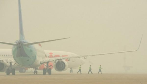 Khawatir Naik Pesawat Karena Asap, Warga Tuding Pihak Bandara SSK II Paksakan Penerbangan