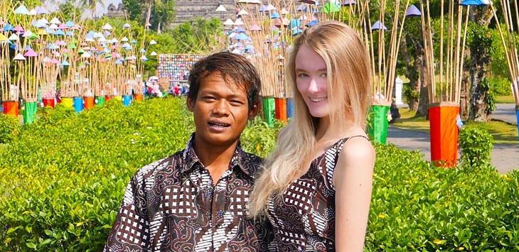 VIRAL! Bule Cantik Nikah dengan Darsono, Netizen Bilang Korban Pelet