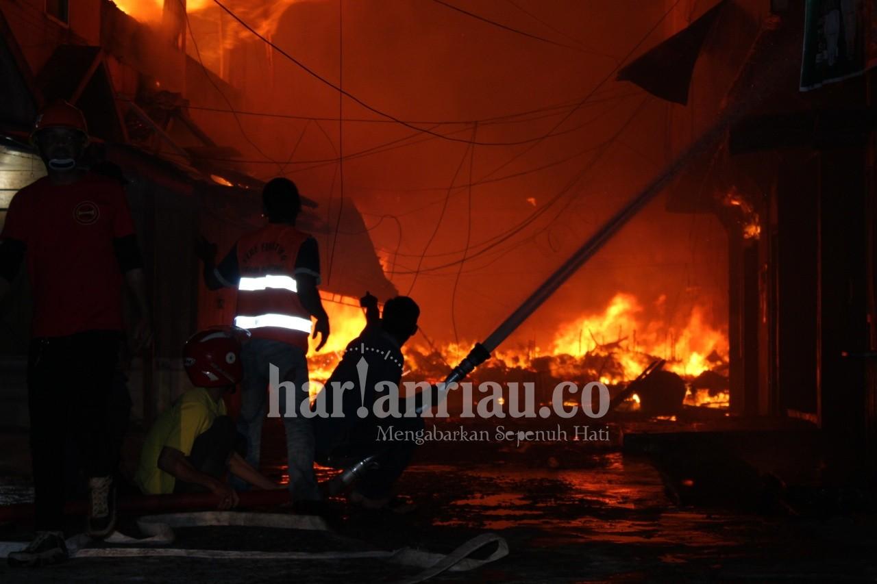 456 Kios dan Ruko Pasar Terapung, Inhil Ludes Terbakar