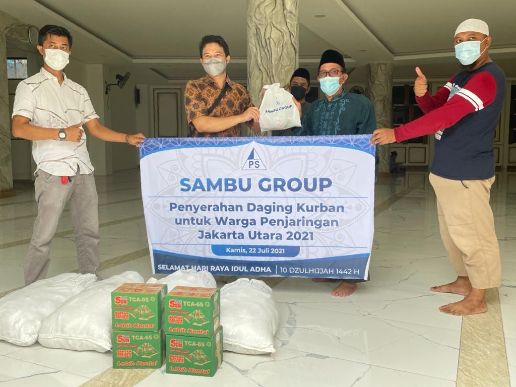 Sambu Group Berbagi Daging Kurban di Jakarta Utara