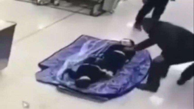 Menyedihkan, Tiga Jenazah Anak Kecil Korban Corona Dikemas Satu Kantong