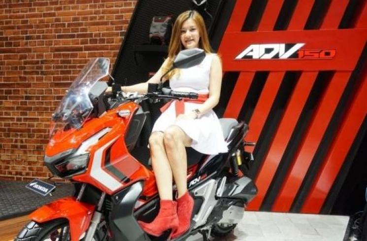 Motor Honda ADV Meluncur, Warganet Langsung Kasih Pertanyaan Nyelekit