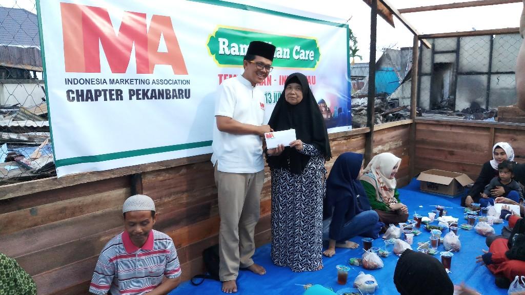 IMA Chapter Pekanbaru Gelar Bukber dan Serahkan Bantuan untuk Korban Kebakaran Tanjung Harapan Tembilahan