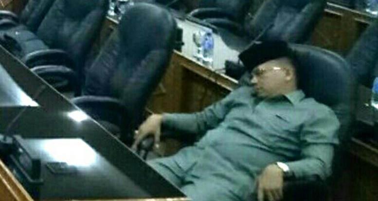 Diberitakan Tertidur Saat Rapat, Dewan Di Bengkalis Ini Malah Berkomentar Pedas Kepada Wartawan