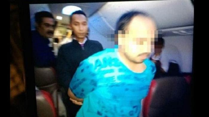 Lelaki Ini Masturbasi di Kursi Penumpang Pesawat