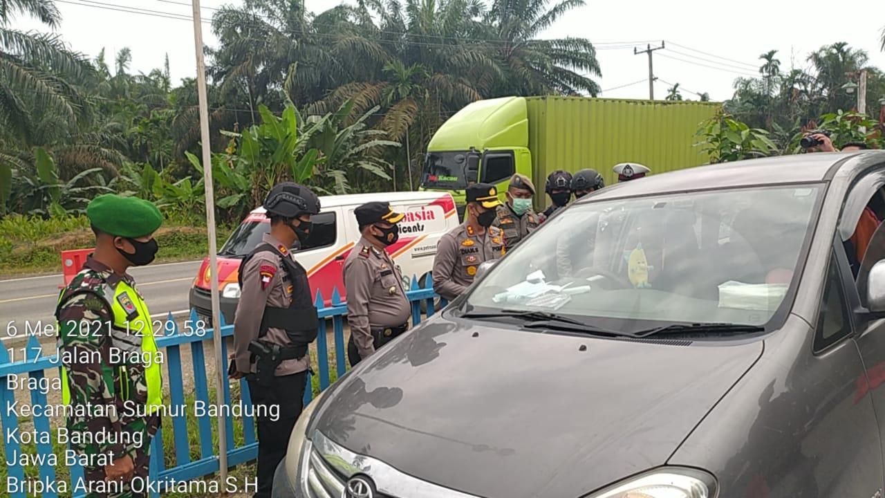 Kapolres Inhil Bersama Petugas Sekat Jalur Mudik Jambi -Riau