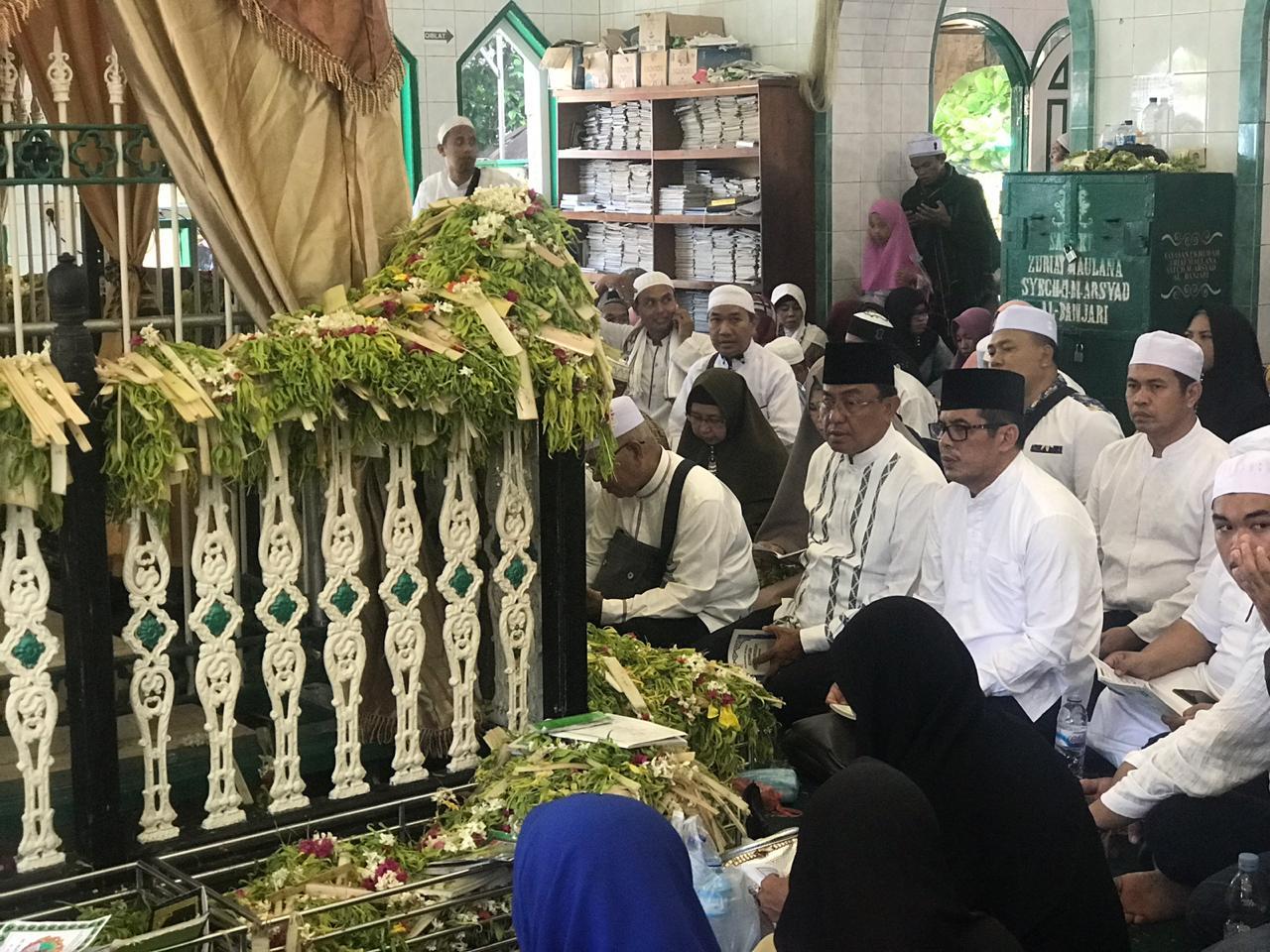 Bupati Inhil Ziarahi Makam Syech Mohammad Arsyad Albanjari Dan Datuk Landak